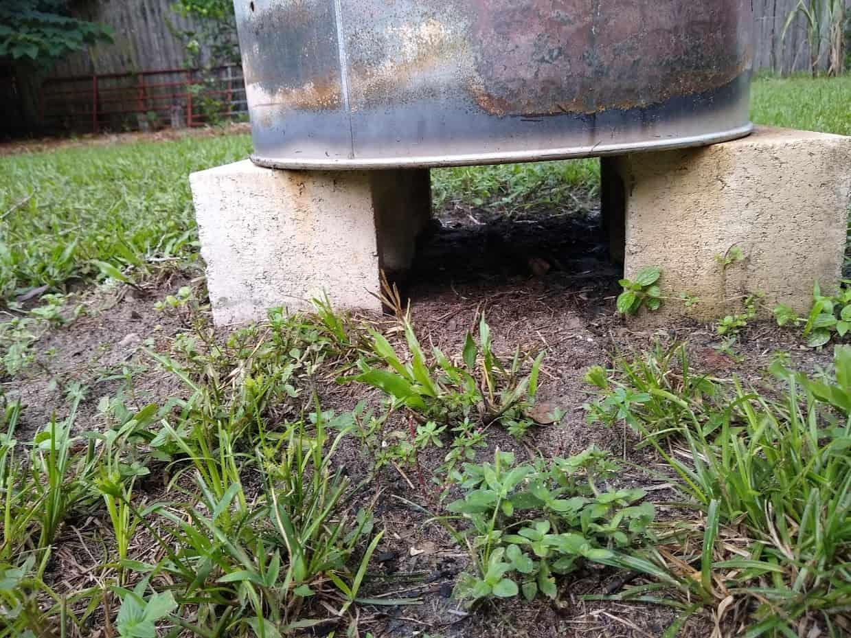 burn barrel on top of cinder blockx